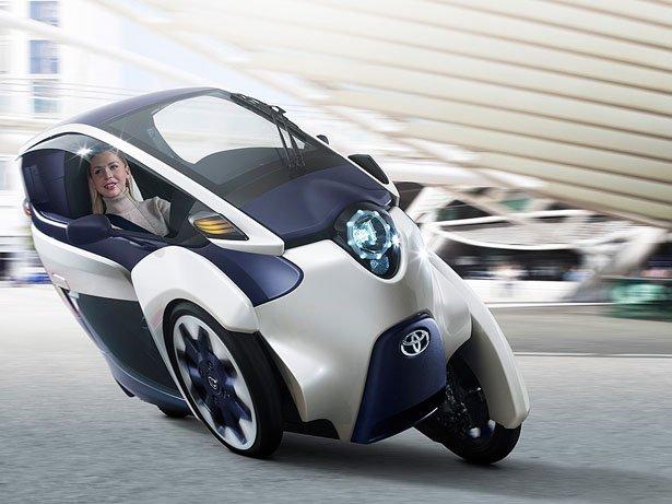 丰田i-Road个人未来机动性概念车是在第83届日内瓦国际车展上被首次推出的,这款三轮摩托车既有摩托车般的机动性也有汽车的舒适性。它会成就你非常理想的城市短途旅行,也是一种享受骑行的非常棒的方式。这款车的设计车身长850毫米,双座,在拥挤的城市运行也可畅通无阻,停车无碍;封闭式座舱让你享受安全骑行;其次它是电动动力驱动,零排放,平稳安静,充电一次可行驶50千米;另外自动精益系统采用了精益执行器的电机,传动装置上面安装前悬挂,挂到前轮通过轭的ECU基于转向角上,传感后计算出所需的倾斜角,精益系统会自动测量车
