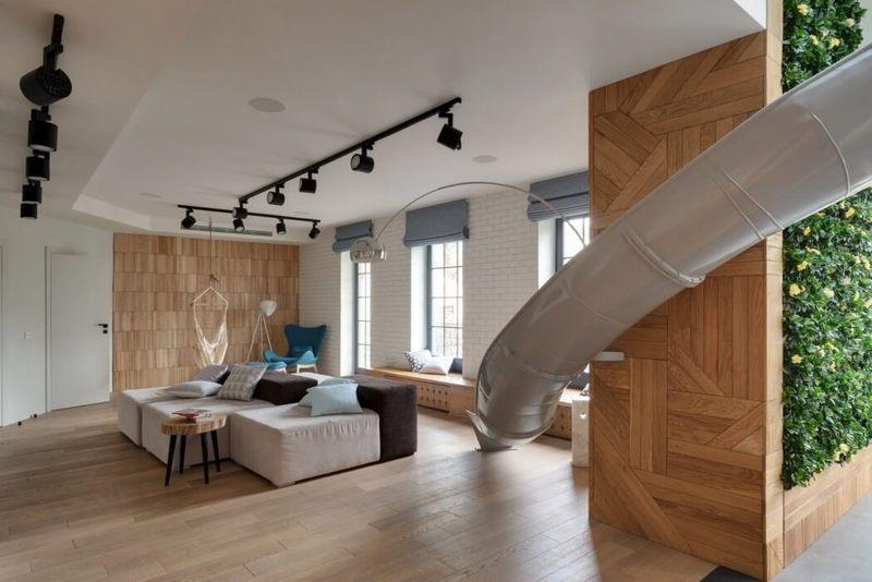 于是他们在室内设计了一个滑梯.